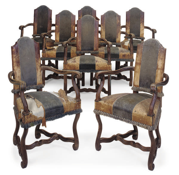 A SET OF EIGHT OAK DINING CHAI