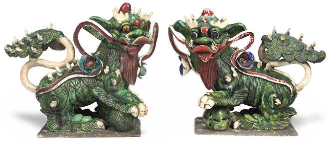 A PAIR OF CHINESE CERAMIC DOGS