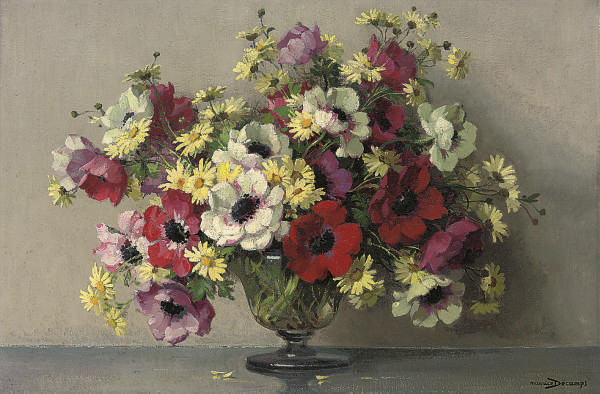 Poppies and daisies in a glass vase