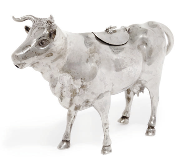 A LATE VICTORIAN SILVER COW CR