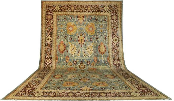 A fine modern Agra carpet, Ind