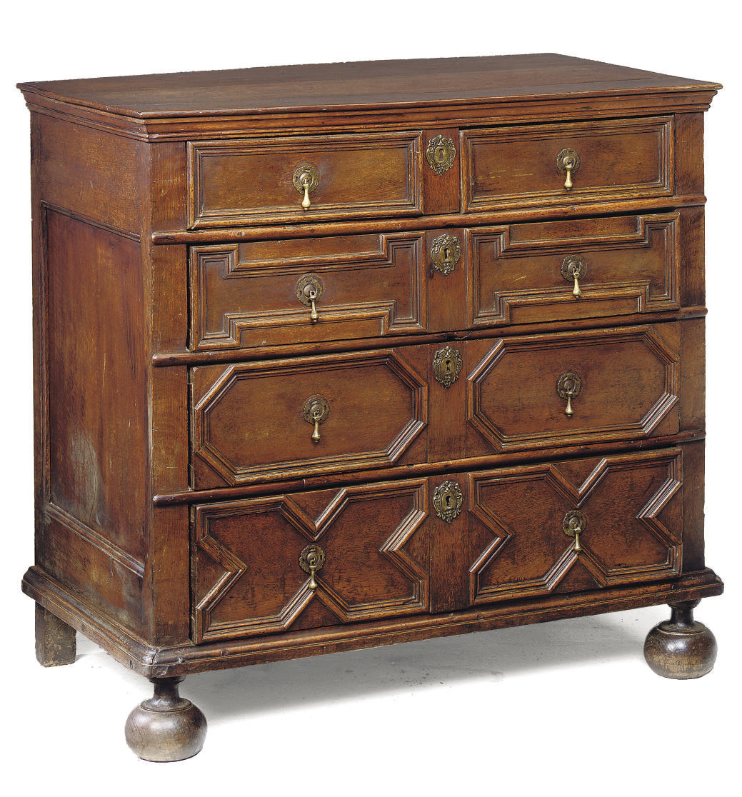 AN ENGLISH OAK FIVE DRAWER CHE