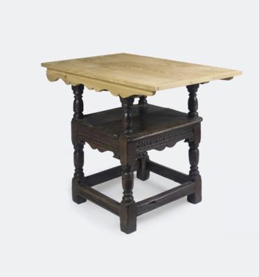 AN ENGLISH OAK CHAIR/TABLE
