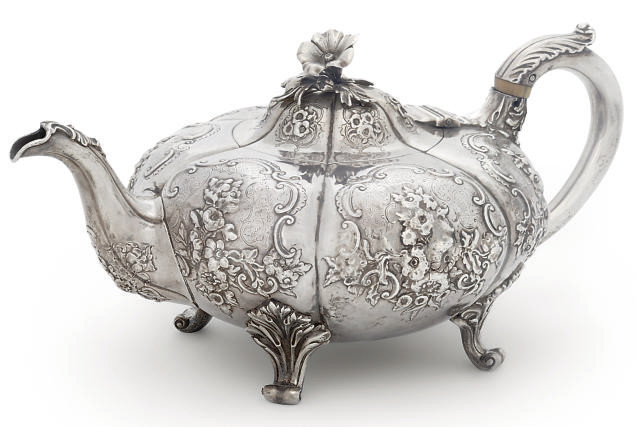 A VICTORIAN SILVER TEAPOT OF C