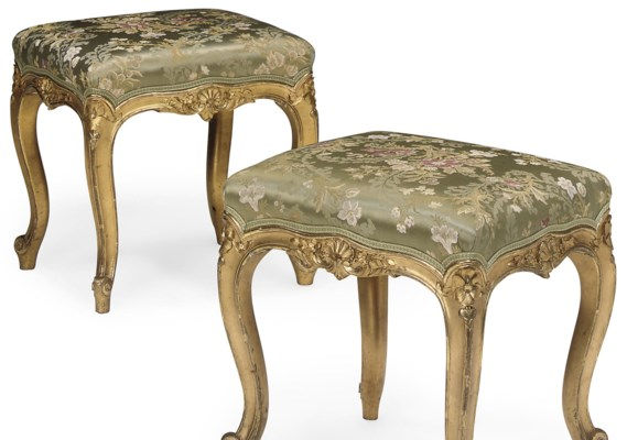 A PAIR OF CARVED GILTWOOD STOO