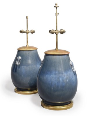 A PAIR OF CHINESE PORCELAIN TA