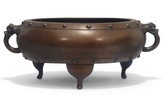 A Large Chinese bronze tripod