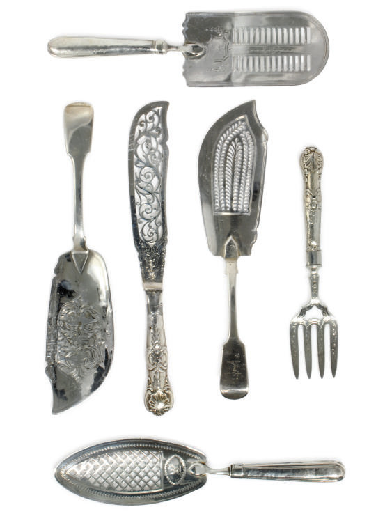 A GROUP OF SIX ANTIQUE SILVER