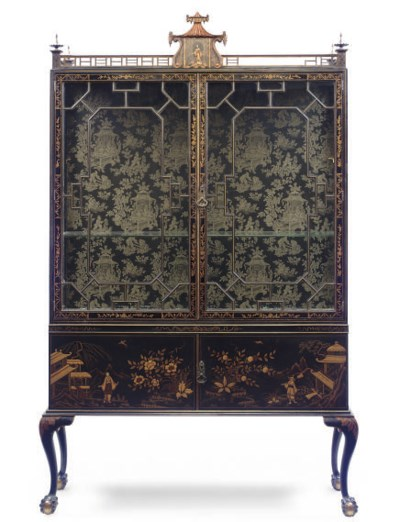 A BLACK JAPANNED AND GILT CHIN