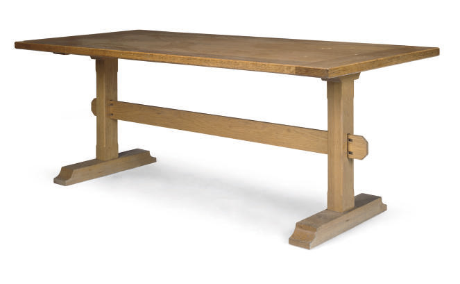 AN ENGLISH OAK DINING TABLE