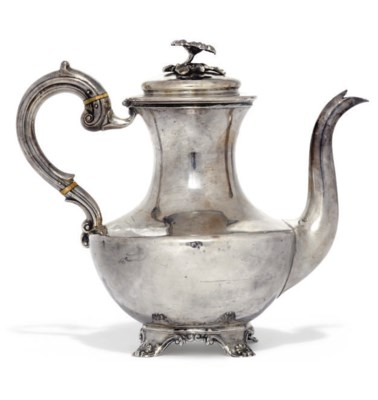 AN EARLY VICTORIAN SILVER COFF