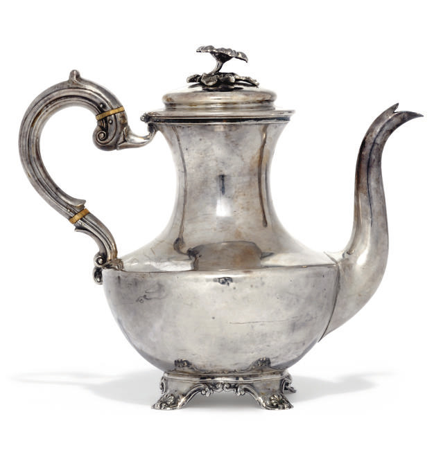 AN EARLY VICTORIAN SILVER COFFEE POT