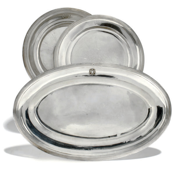 A GRADUATED PAIR OF FRENCH SILVER DINNER PLATES