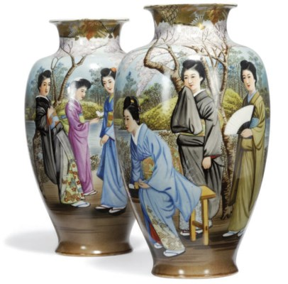 A PAIR OF JAPANESE VASES
