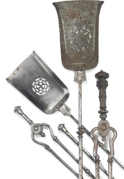 A PAIR OF VICTORIAN STEEL FIRE