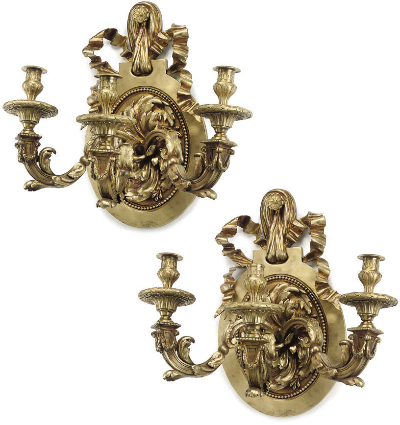 A PAIR OF GILT-BRONZE THREE-LI