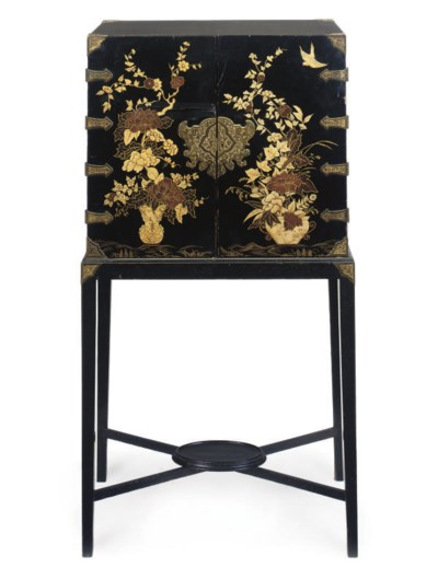A JAPANESE LACQUERED AND PARCE