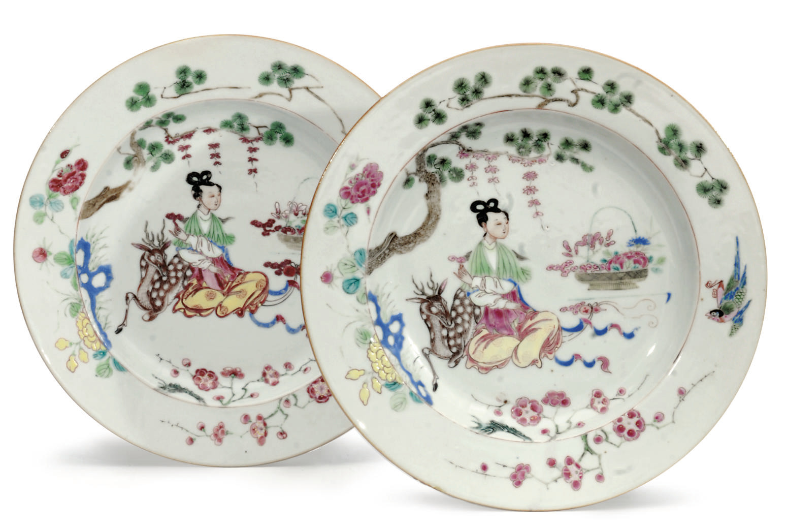 A PAIR OF CHINESE EXPORT DISHE