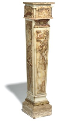 AN ITALIAN ONYX AND ALABASTER