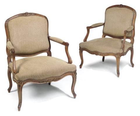 A PAIR OF FRENCH GILT-HEIGHTEN