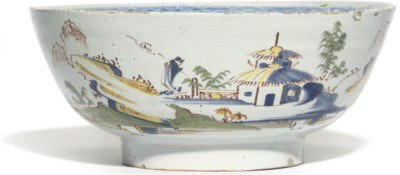 A LAMBETH DELFT POLYCHROME BOW