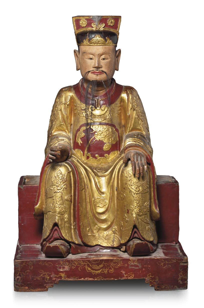 A CHINESE GILT LACQUERED WOOD FIGURE OF A SEATED DIGNITARY