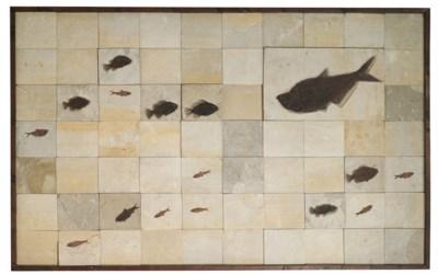 A LARGE MOSAIC FOSSIL FISH PLA