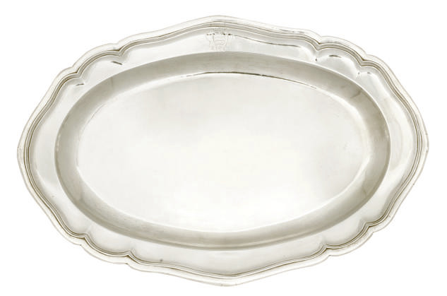 A SMALL GEORGE III SILVER MEAT DISH
