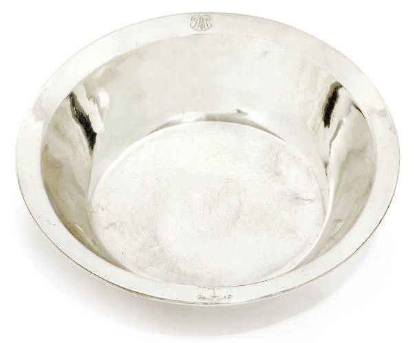 AN EARLY VICTORIAN SILVER BOWL