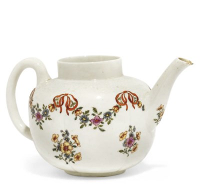 A WORCESTER MOULDED TEAPOT