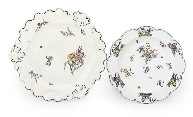 TWO CHELSEA PORCELAIN PLATES