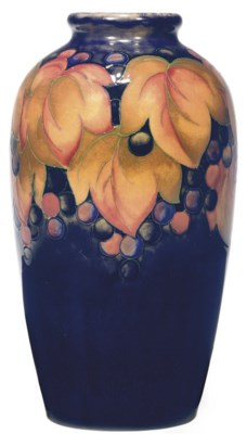A MOORCROFT 'LEAF AND BERRY' P