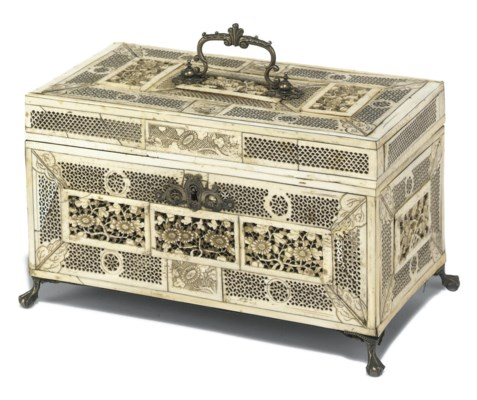 A CHINESE EXPORT IVORY AND BON