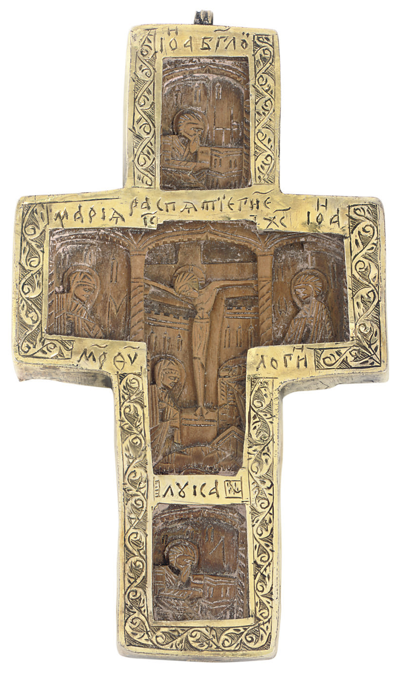 A CARVED WOODEN CRUCIFIX WITH