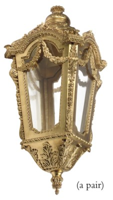 A LARGE PAIR OF GILTWOOD LANTE