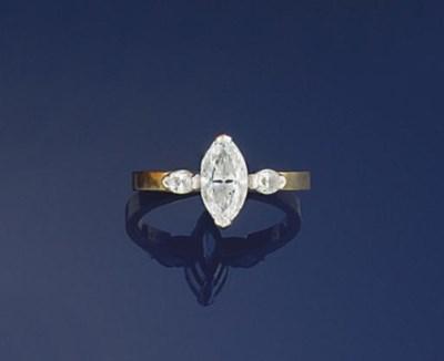 A MARQUISE DIAMOND SINGLE STON