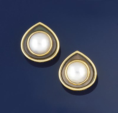 A pair of mabe pearl and mothe