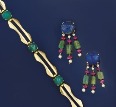 TWO PAIRS OF GEM EARPENDANTS a
