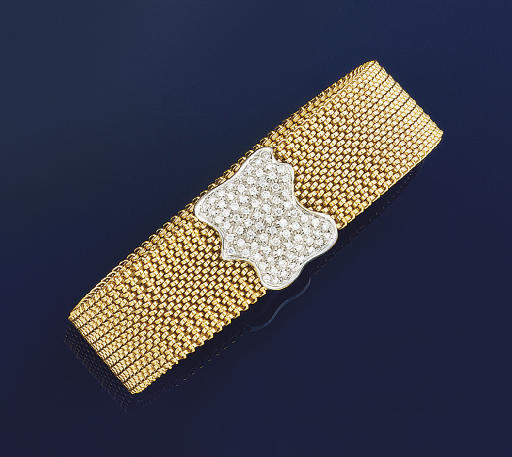 A DIAMOND SET BRACELET