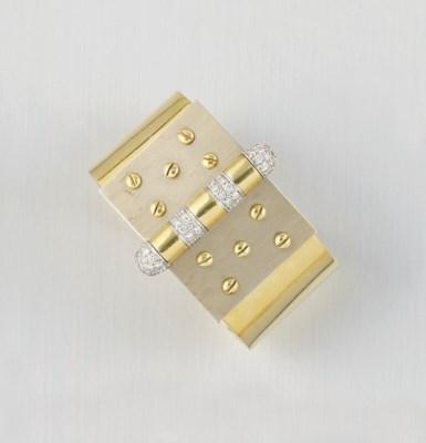 A DIAMOND SET TWO COLOUR BANGL