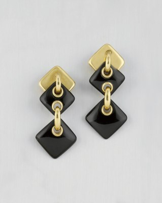 A PAIR OF ONYX EARPENDANTS, BY