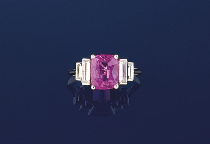 A PINK SAPPHIRE & DIAMOND RING