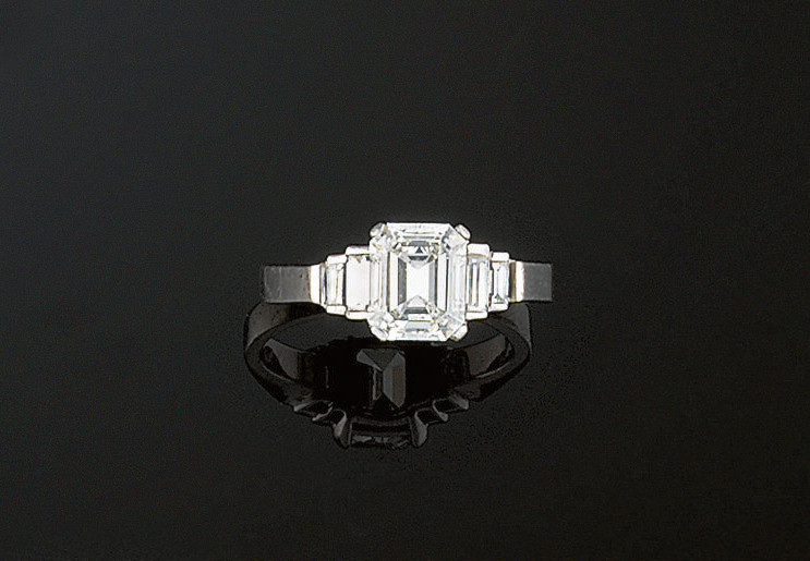 An 18ct. gold and diamond ring