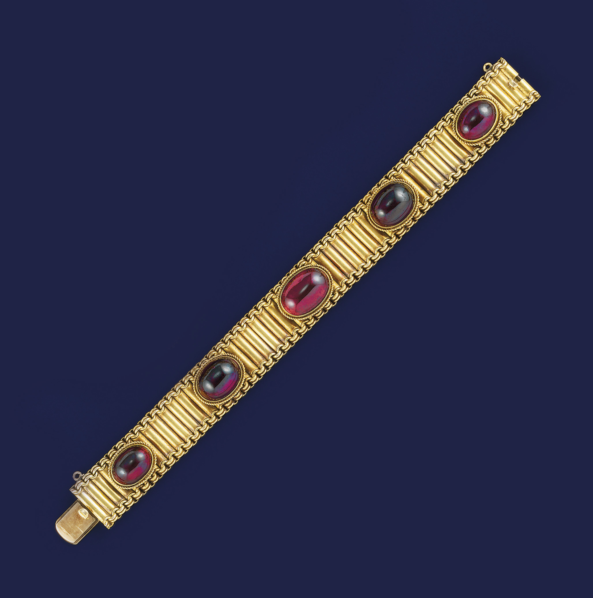A Victorian gold and garnet br