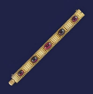 A Victorian gold and garnet br