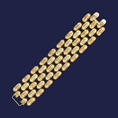 A two colour gold bracelet
