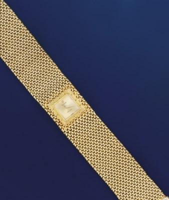 A lady's 18 ct. gold bracelet