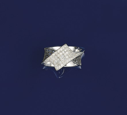 A DIAMOND AND SAPPHIRE DRESS R