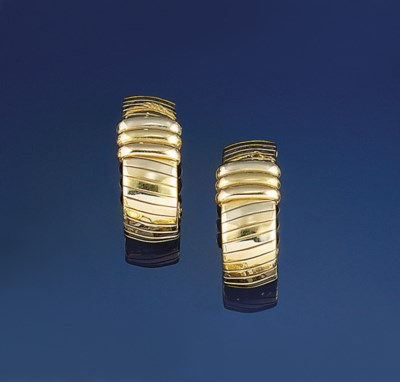 A pair of three colour earclip