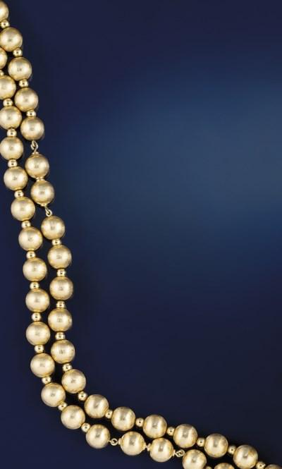 A longchain necklace